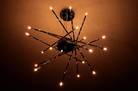 G4 LED-Lampen in moderner Leuchte