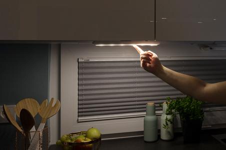 Kabellose LED-Beleuchtung unter dem Küchenschrank