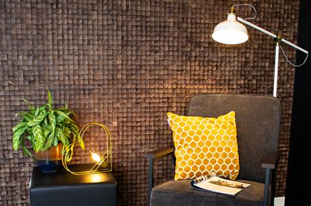 Stimmungsvolle Filamentlampe im Wohnzimmer