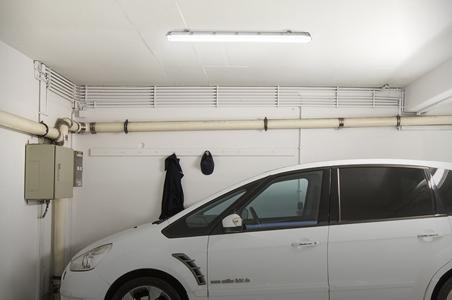 Verwendungsbeispiel von Röhren als Werkstattbeleuchtung